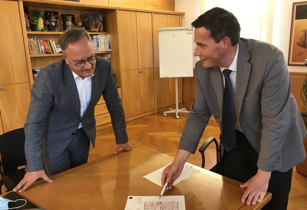 Andreas Stoch im Austausch mit Giengens OB Dieter Henle